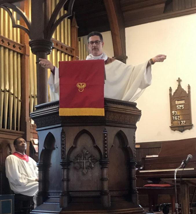 Bishop José in St. Mattias' pulpit